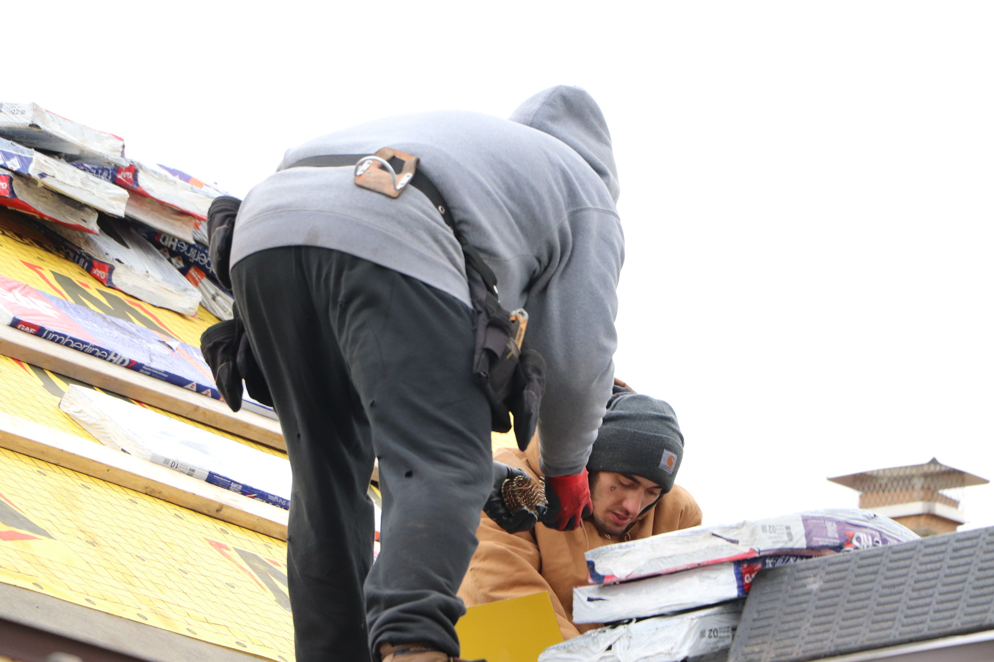 3 Mistakes People Make When Hiring a Roofing Contractor